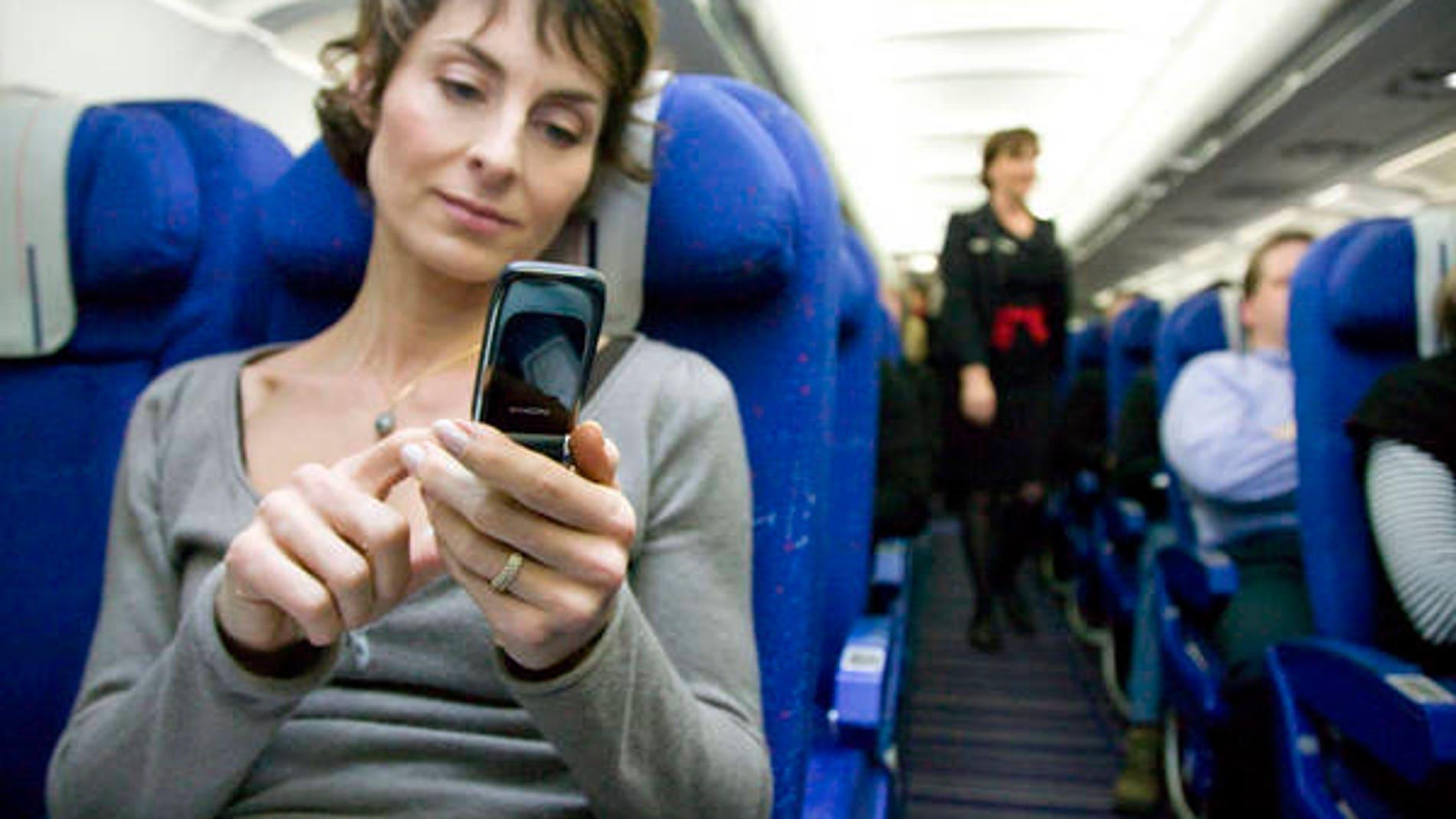 Usando el móvil en un avión