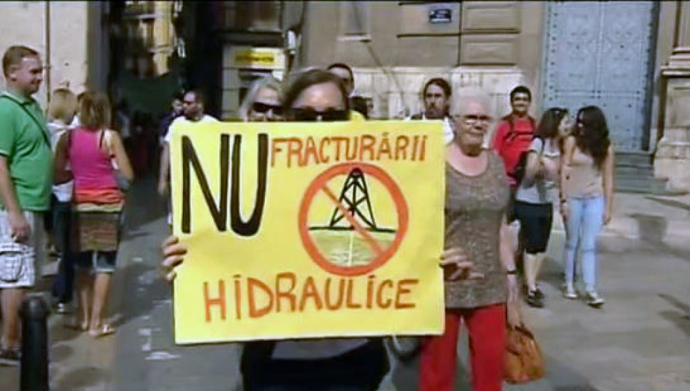Protesta festiva contra el 'fracking' en Valencia