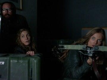 Aaron, Rachel y Charlie se esconden de Randall
