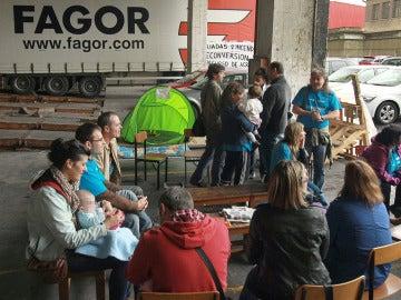 Empleados de Edesa y Fagor piden a la Corporación Mondragón que se implique en salvar los puestos de trabajo
