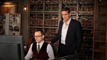 Finch y Reese, en plena investigación