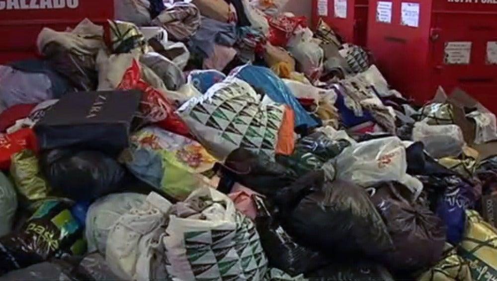 La llegada del frío hace que aumente un 50% la donación de ropa usada