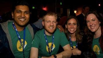 Piragash Velummylum (CEO), Jordan Timmermann (CTO) y otras dos miembros del equipo de Wire Labs en la fiesta del TechStars de Seattle