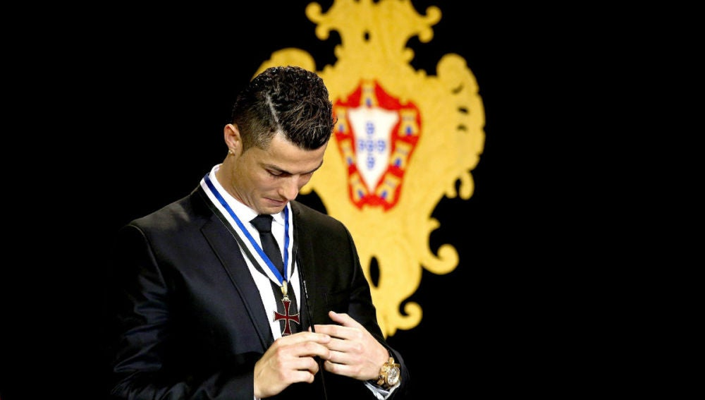 Cristiano Ronaldo tras ser nombrado Gran Oficial de la Orden del Infante D. Henrique