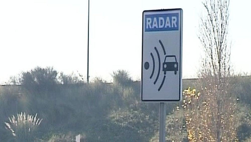 Señal que advierte de la cercanía de un radar