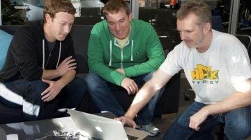 Mark Zuckerberg trabajando con los creadores de la herramienta Graph Search de Facebook