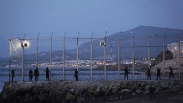 Un matrimonio sirio consigue entrar en Ceuta escondidos en un coche