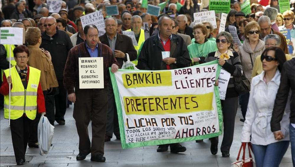 Preferentistas se manifiestan contra Bankia