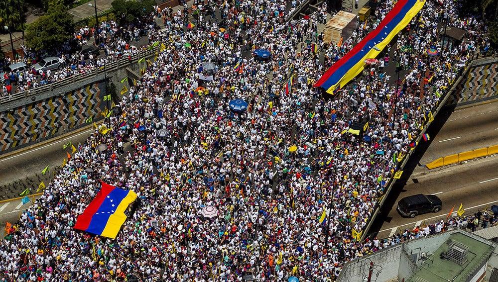 Manifestación de opositores venezolanos en Caracas.