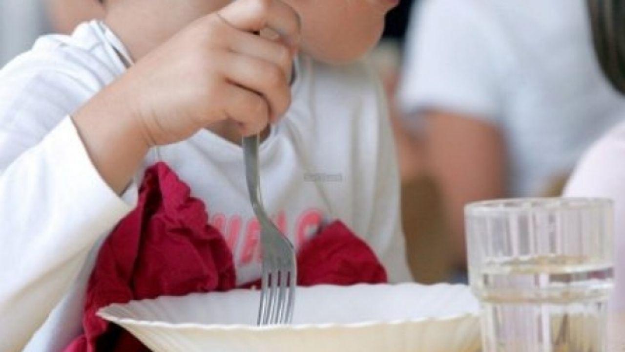 Un menor en un comedor social.