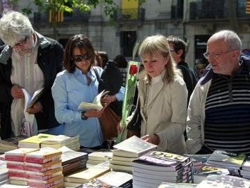 Puestos de libros en el día de 'Sant Jordi'.