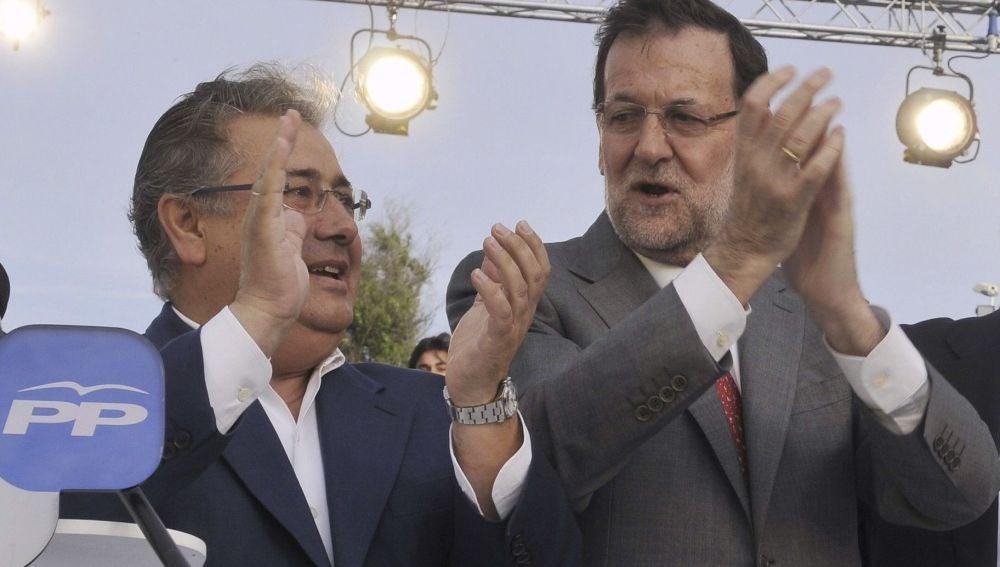 Juan Ignacio Zoido, junto a Mariano Rajoy en el mitin de Sevilla