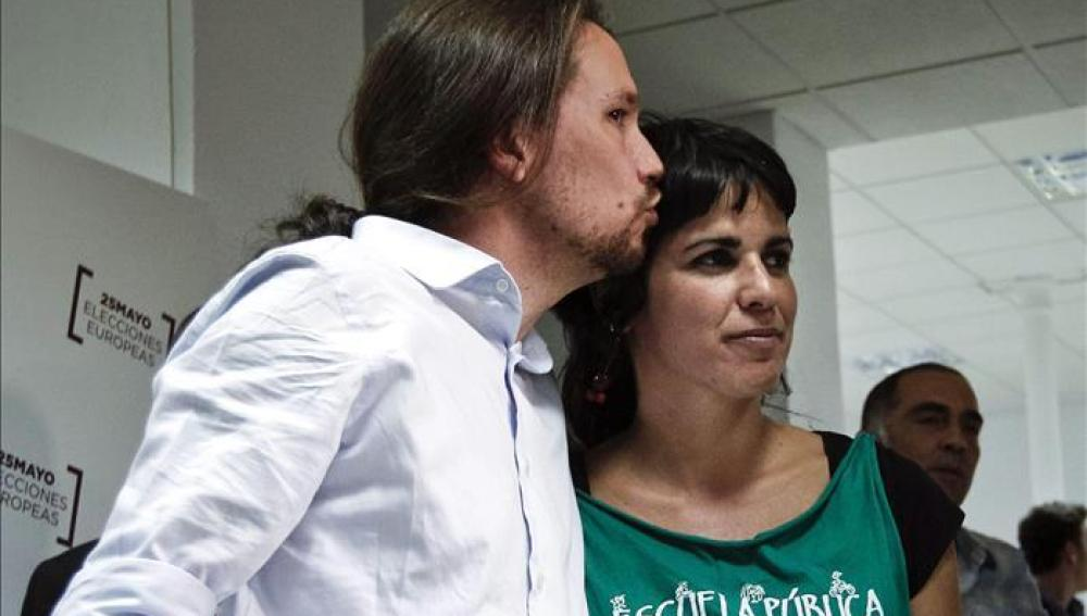 Teresa Rodríguez junto a Pablo Iglesias