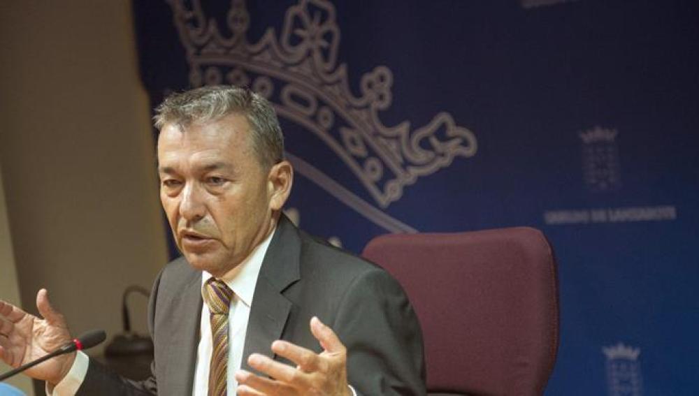 Paulino Rivero habla ante los periodistas