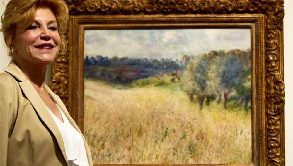 Carmen Cervera posa con un cuadro