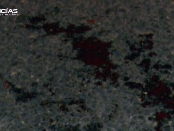 Sangre de la víctima en el suelo