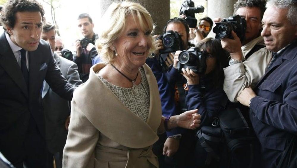 Esperanza Aguirre llega a los juzgados de Plaza de Castilla