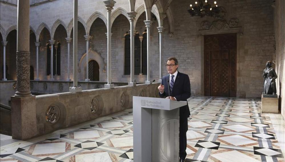 Artur Mas se dirige a los medios de comunicación