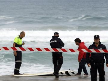 Mueren dos surfistas en la playa de Zarautz