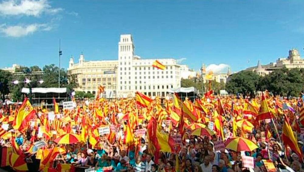 Manifestación a favor de que Cataluña siga unida a España en Barcelona
