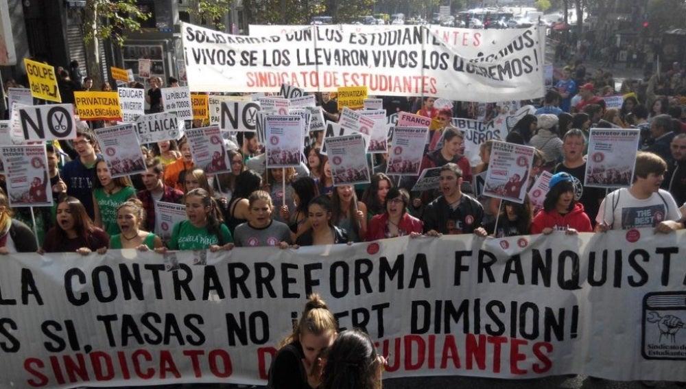 Estudiantes que se manifiestan en Madrid por una educación pública de calidad