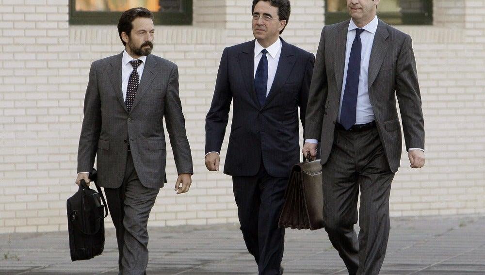 El arquitecto valenciano Santiago Calatrava (c), a su llegada a la Ciudad de la Justicia de Castellón