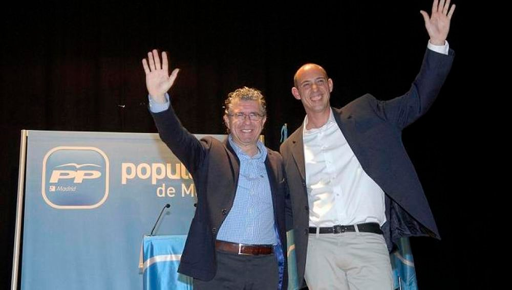 El alcalde de Casarrubuelos junto al exconsejero Francisco Granados
