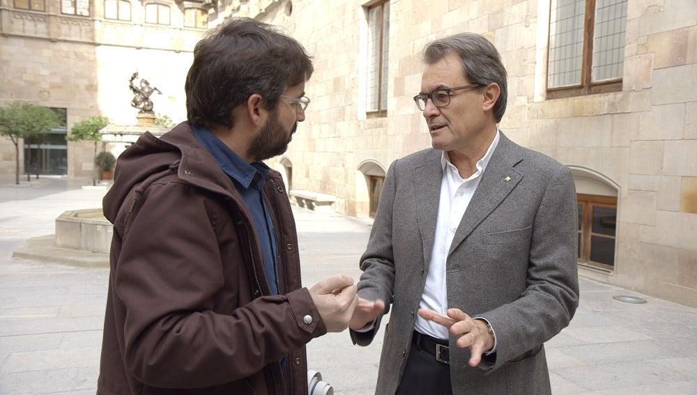 Jordi Évole y Artur Mas charlan el día de la consulta alternativa del 9N