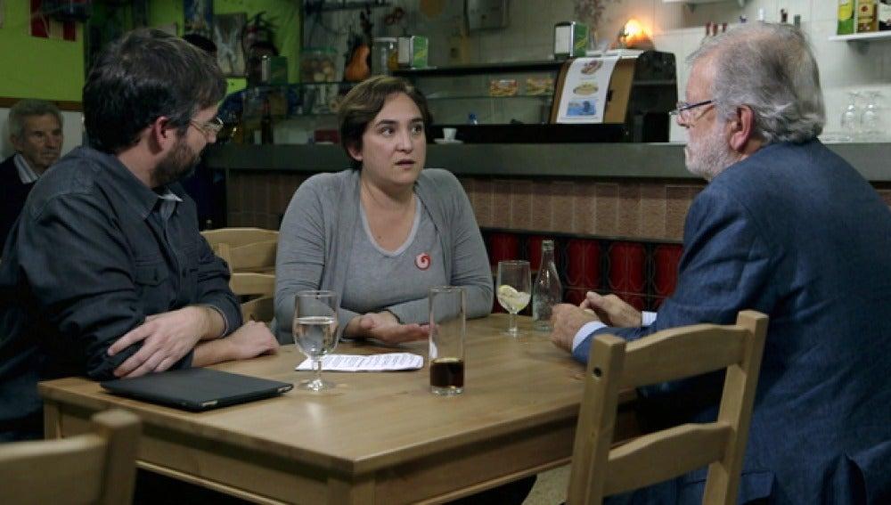 Ada Colau, con Juan Carlos Rodríguez Ibarra y Jordi Évole