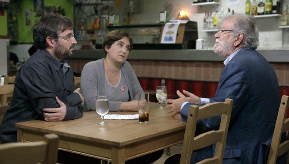 Juan Carlos Rodríguez Ibarra, con Ada Colau y Jordi Évole