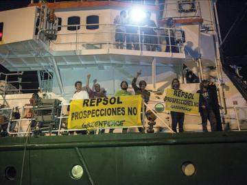 Greenpeace se moviliza contra Repsol