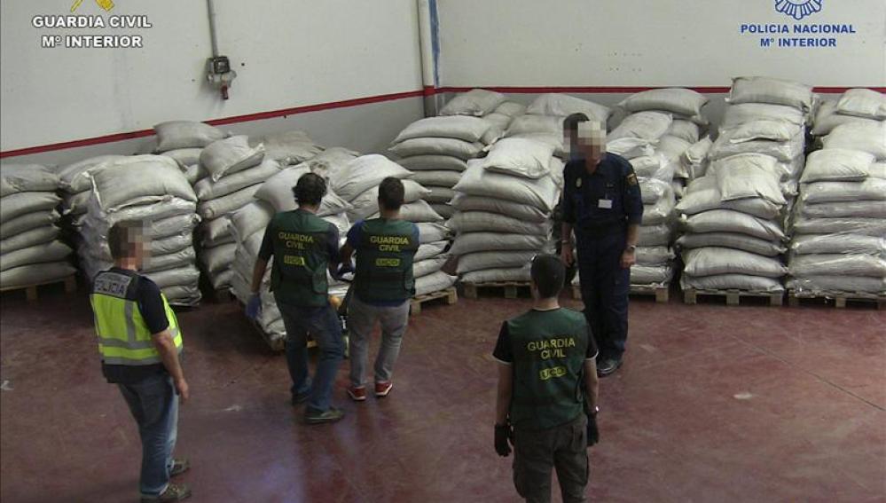 Imagen facilitada por la Guardia Civil de una operación antidroga.