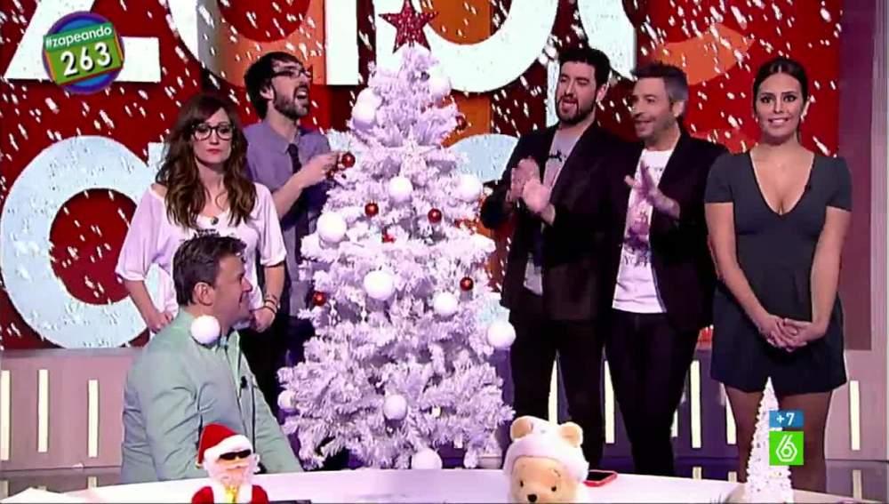 La llegada del árbol de navidad a zapeando