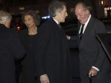 Los reyes don Juan Carlos y doña Sofía acuden al funeral