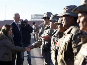 Morenés y Santamaría saludan al ejército español en Herat.