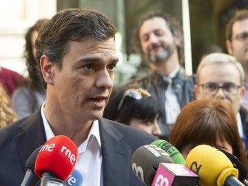 """Pedro Sánchez acusa a Rajoy de """"contaminar"""" las decisiones judiciales"""