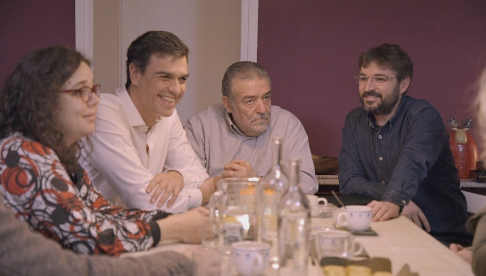Pedro Sánchez y Jordi Évole con la familia Moliner en 'Salvados'