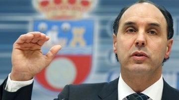 El presidente cántabro, Ignacio Diego, al anunciar un plan de ajuste.