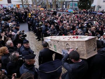 Féretro de uno de los dibujantes muertos en Charlie Hebdo