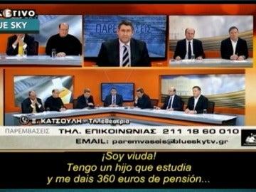 Una mujer en Grecia deja sin palabras a un grupo de políticos en televisión