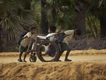 Fotograma del documental 'camino a la escuela'
