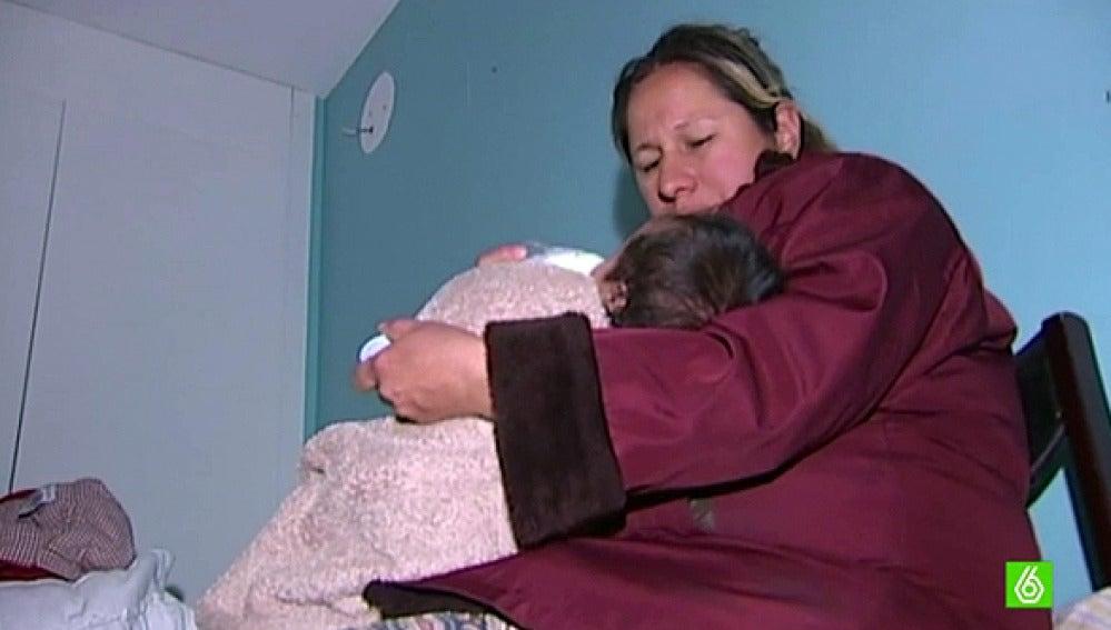 Desahuciada una familia con dos menores y un bebé de mes y medio en Madrid