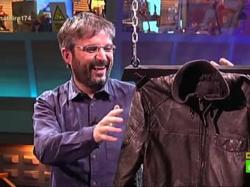 Jordi Évole con la chaqueta de El Follonero