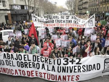 Cientos de estudiantes durante la manifestación de Madrid