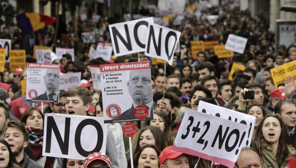Estudiantes participando en las huelgas educativas