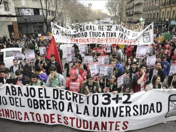 Cientos de estudiantes durante una manifestación