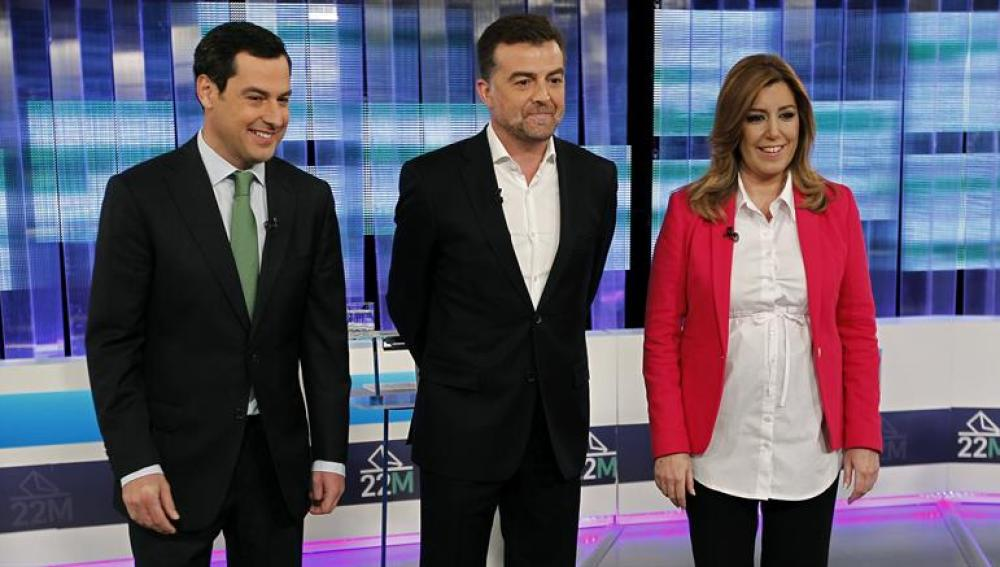 Susana Díaz, Antonio Maillo y Juanma Moreno, momentos antes de comenzar el debate electoral