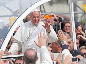 El papa en la Plaza del Plebiscito, en Nápoles