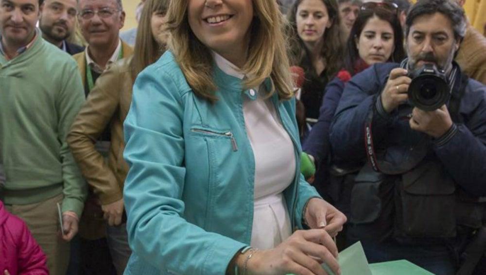 Susana Díaz ejerciendo su derecho a voto
