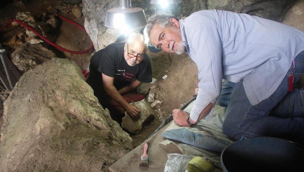 Lawrence de Guy Straus y Manuel González Morales, descubridores de La Dama Roja